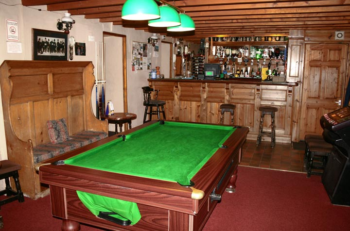pool-room-bar